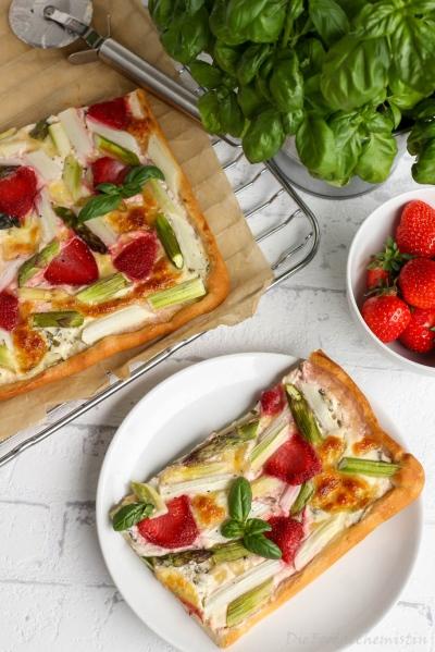 Spargel-Erdbeer-Pizza2