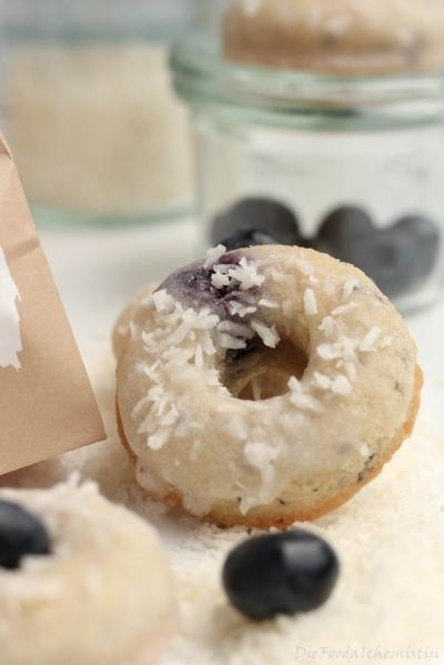 Kokos-Heidelbeer-Donuts