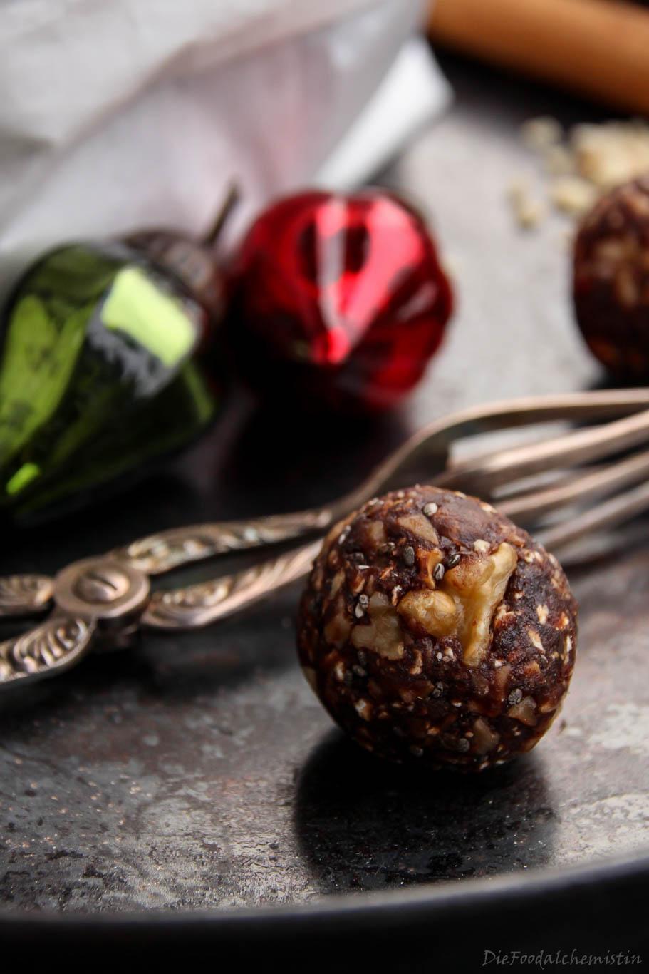 Christmas-Energy-Balls1