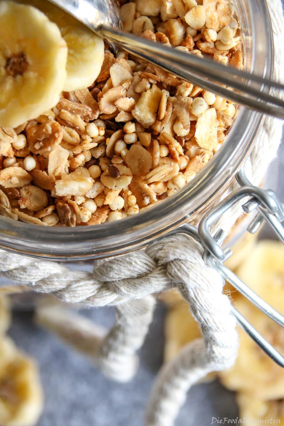 Bananen-Cashew-Granola1